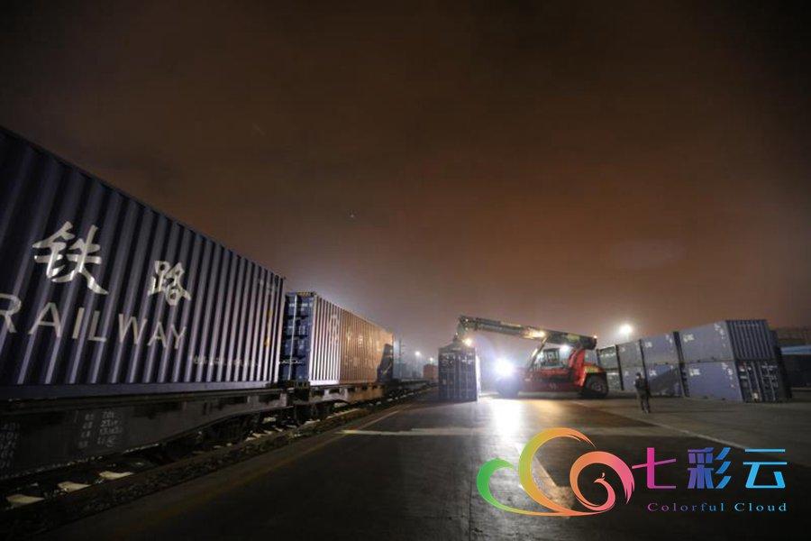 云南铁路抢运援鄂物资突破5000吨